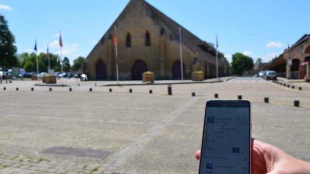 Visite de Saint-Pierre-sur-Dives avec smartphone