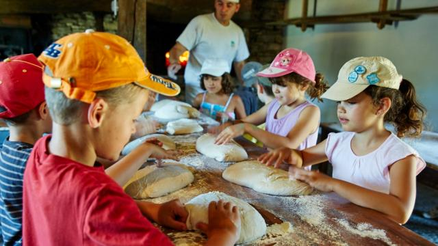 Atelier fabrication du pain - Musée de Cuzals