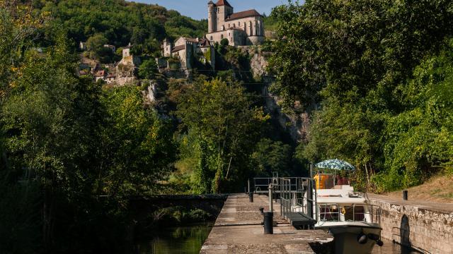 Passage de l'écluse du Moulin d'Aulanac