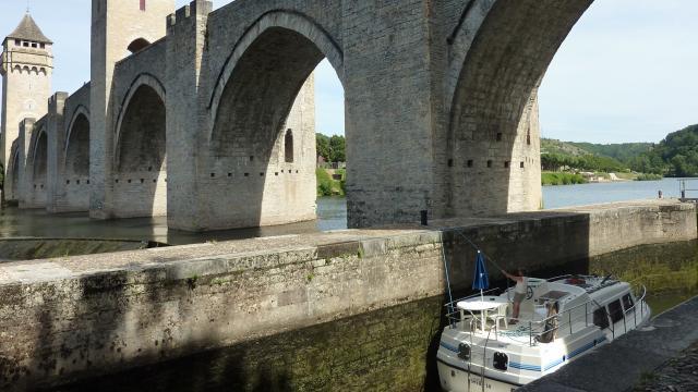 Passage de l'écluse du Pont Valentré