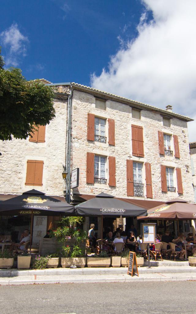 Arrivée Dans Le Village De Montcuq