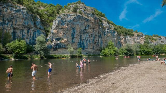 Baignade dans la Dordogne à Gluges
