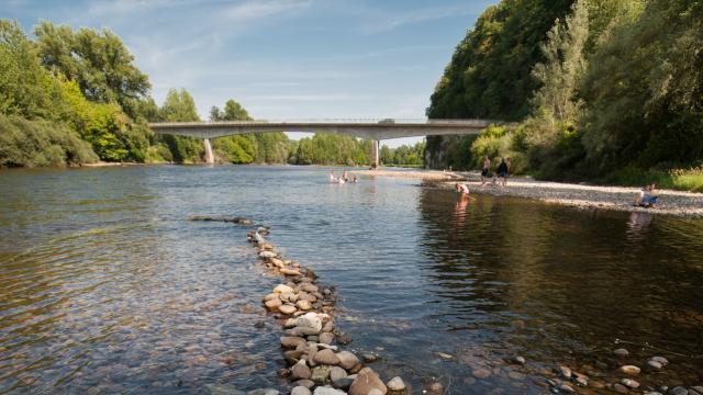 Baignade dans la Dordogne à Souillac