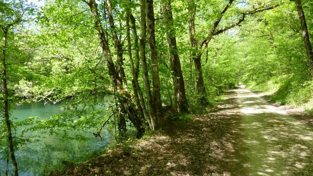 Bourgnou - Balade sur les berges de l'Ouysse