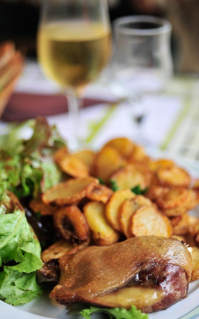 Confit de canard, pommes de terre