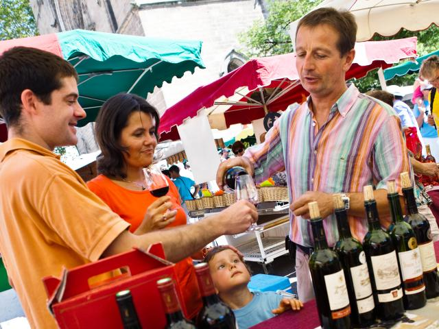 Dégustation de vin sur le Marché de Cahors