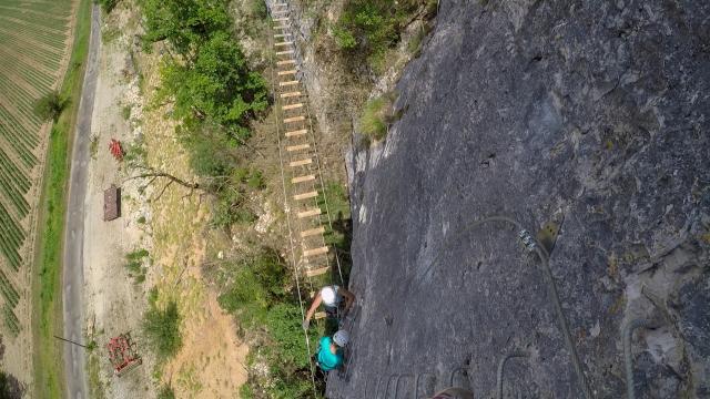 Expérience tyrolienne et via ferrata à Kalapka