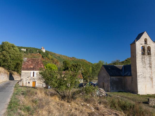 Hameau de Linars et Château de Clermont à Concorès