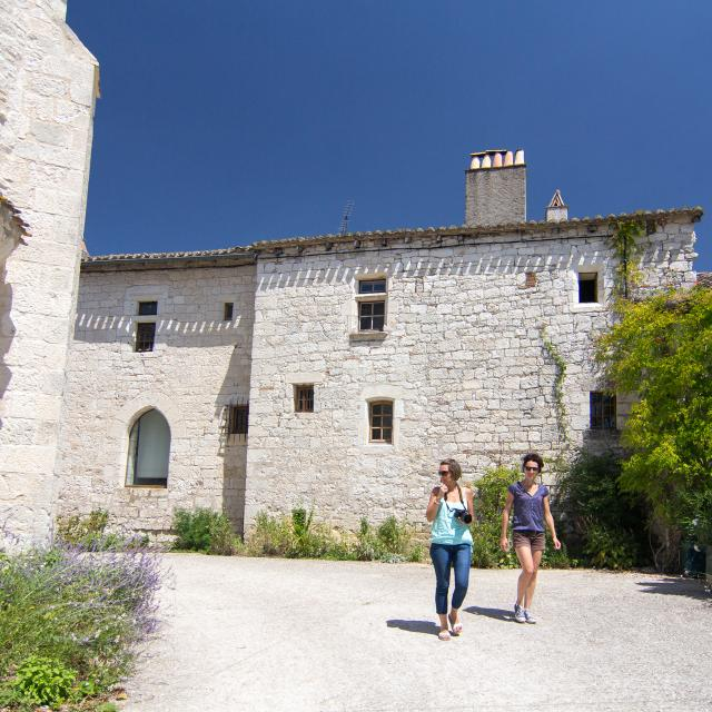 Maisons en pierres blanches à Flaugnac