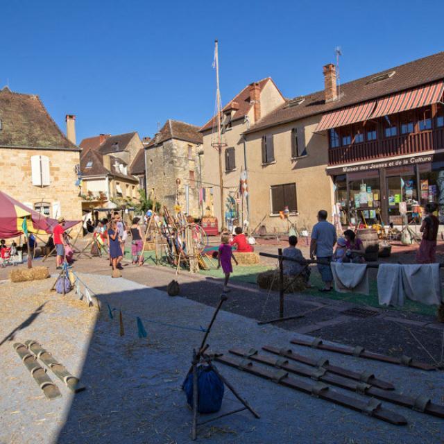 Medievales Gourdon Village Des Jeuxcc Mabout