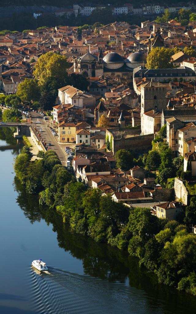 Navigation Sur Le Lot Cahors Lot Tourisme Crt Midi Pyrenees D Viet 0 1