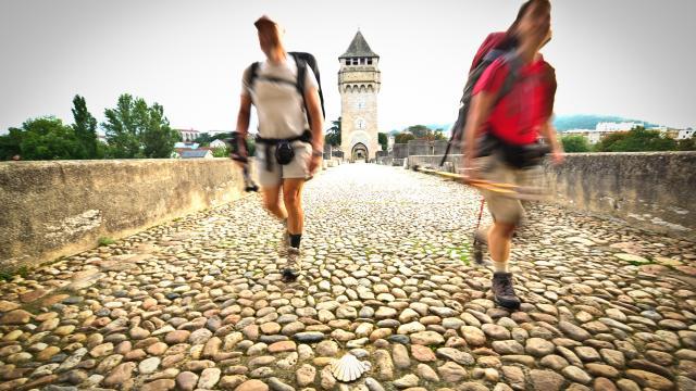 Passage du Pont Valentré - Pélerinage du Chemin de Jacques de Compostelle