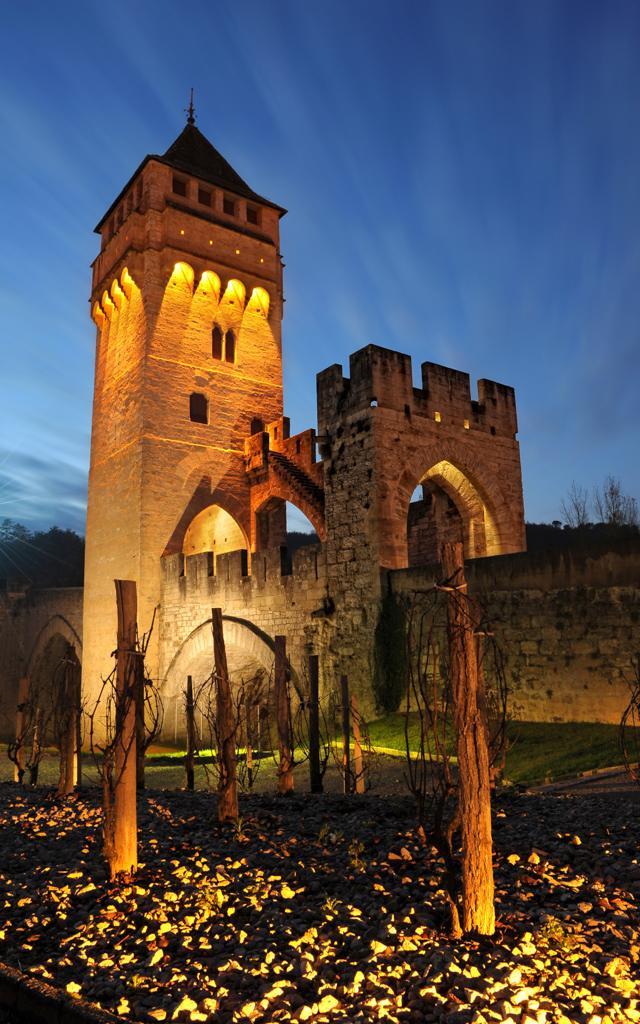 Pont Valentré de nuit © Lot Tourisme - D. Curtis