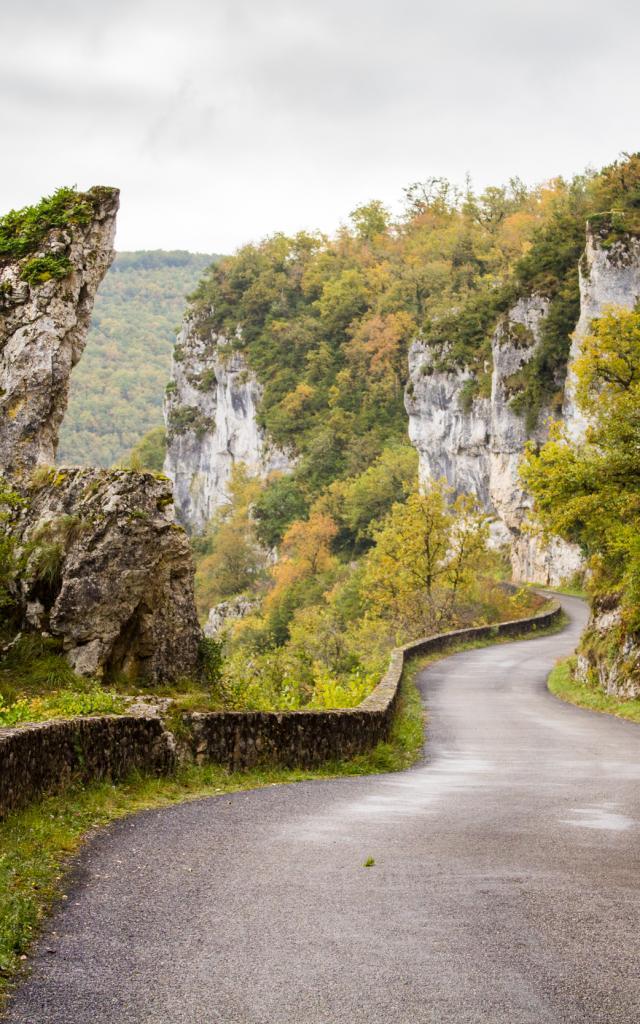 Route de la falaise à Bouziès