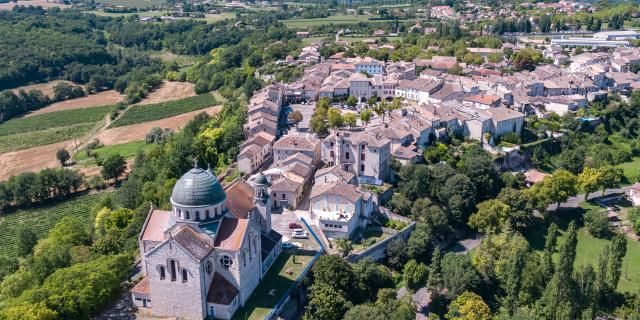 Vue aérienne de Castelnau-Montratier en Quercy Blanc