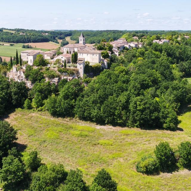 Vue aérienne du village de Flaugnac