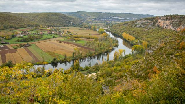 Vue sur la vallée du Lot au lieu dit Les Granges