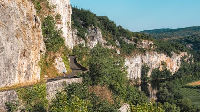 Route de la falaise entre St-Cirq et Bouziès