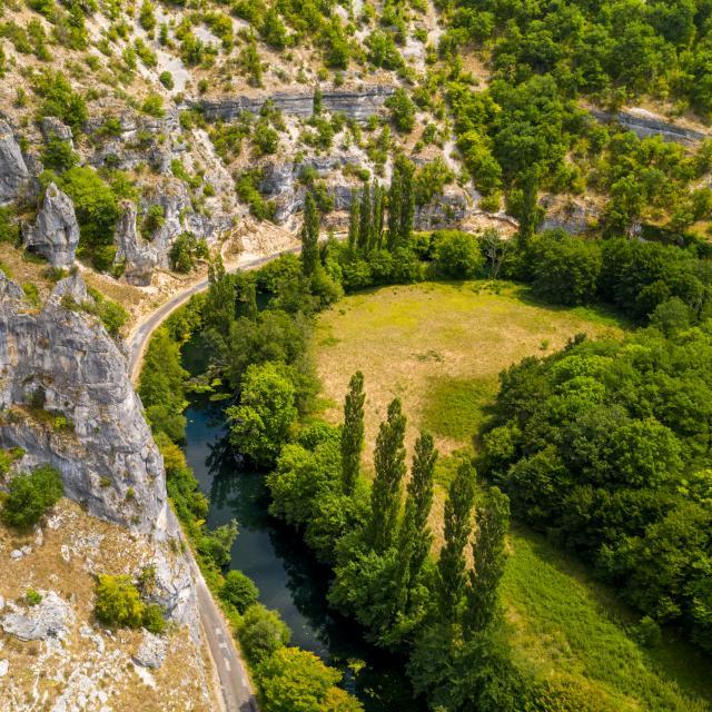 Falaises dans la vallée de l'Ouysse