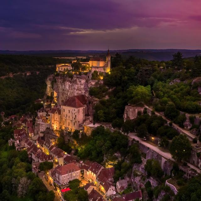 Vue aérienne de Rocamadour de nuit