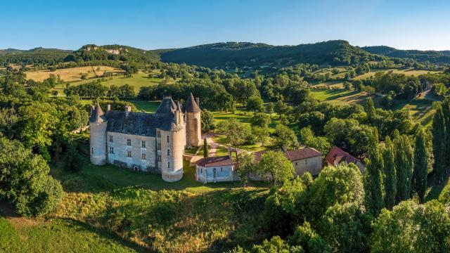 Vue aérienne du Château de Montal