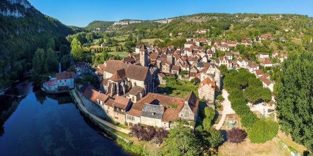 Le village et l'abbaye