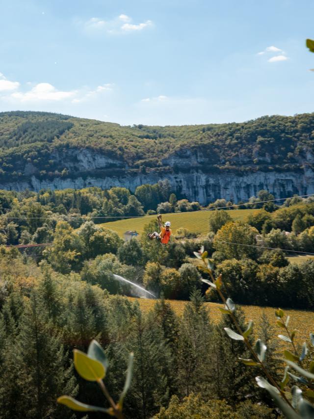 Tyrolienne sur la vallée du Célé à Kalapca
