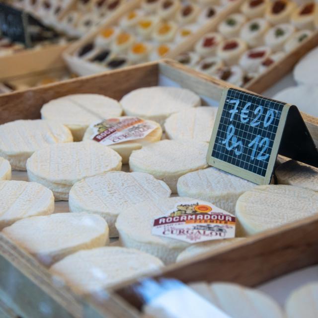 Fromages Rocamadour sur le marché de Cahors