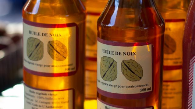 Huile de noix sur le marché de Cahors