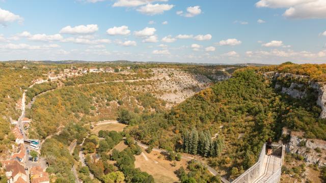 Vue sur le canyon de l'Alzou depuis les remparts de Rocamadour