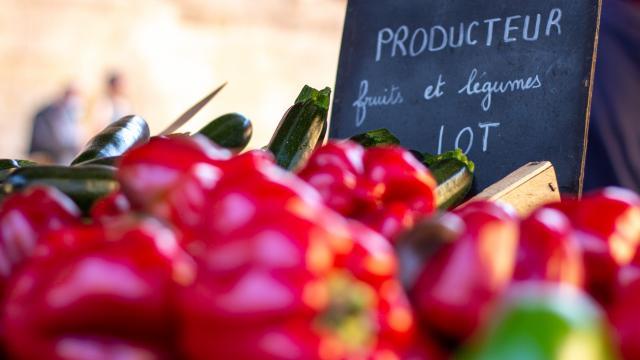 Légumes locaux sur le marché de Cahors