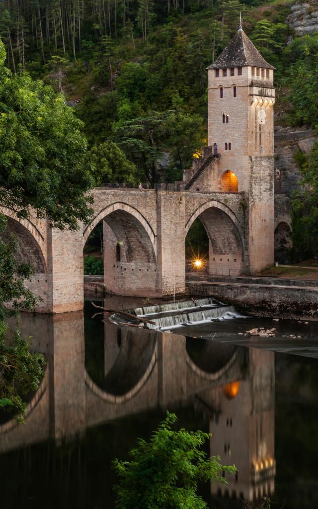 France, Lot( 46), Cahors, Pont Valentré, le Pont du Diable, 14e siècle, classé aux Monuments Historique // Franc, Lot, Cahors, Pont Valentre, The Devil Bridge, 14th century, at the Historical Monument label