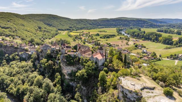 vue aérienne de Calvignac | ©Cyril Novello