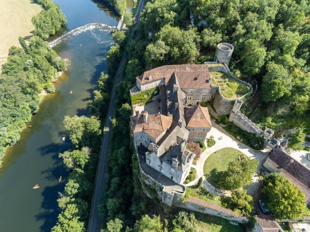 Vue aérienne du Château de Cénevières