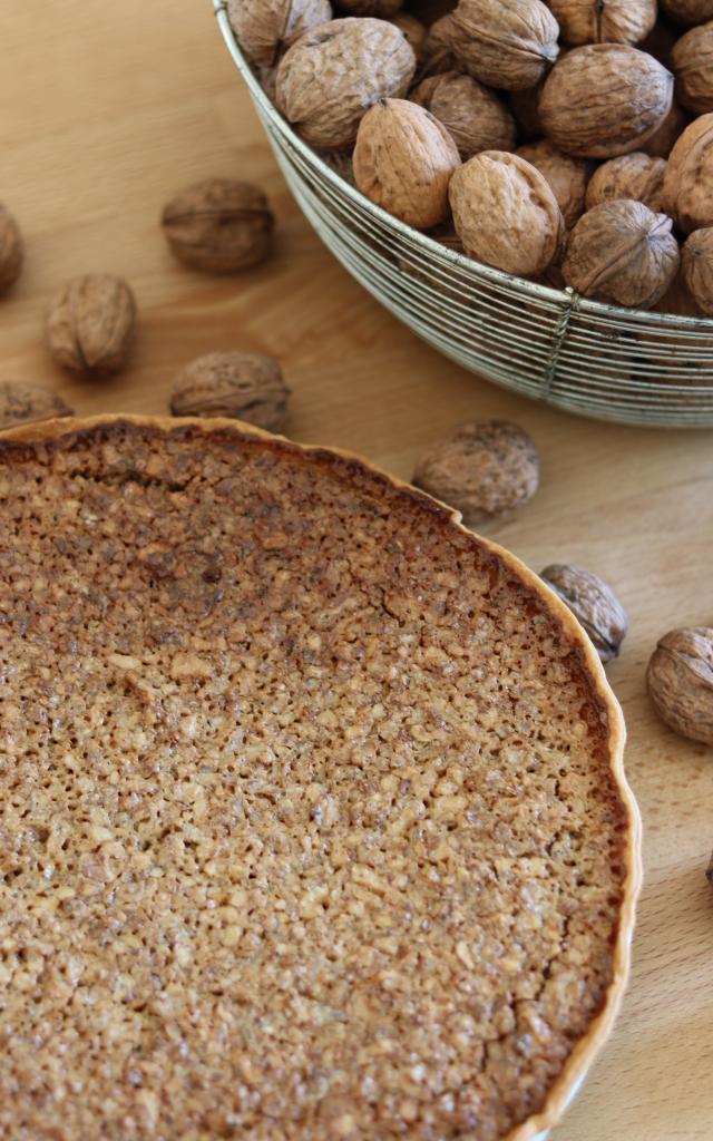 Tarte aux noix prête à être dégustée