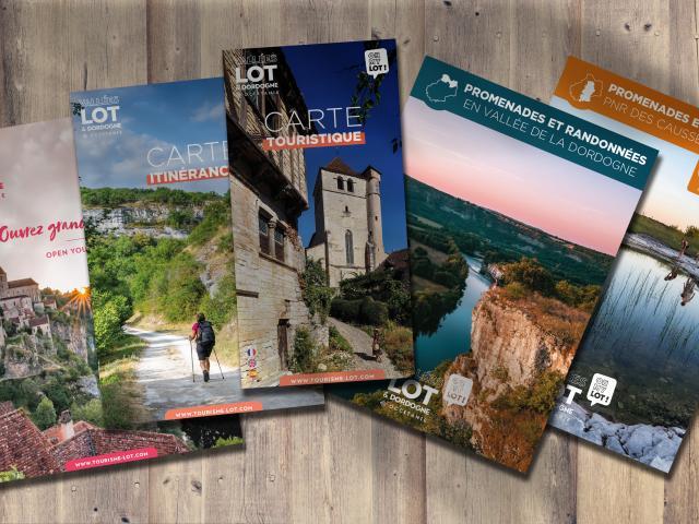 Web21 Mockup Brochures 2021v4