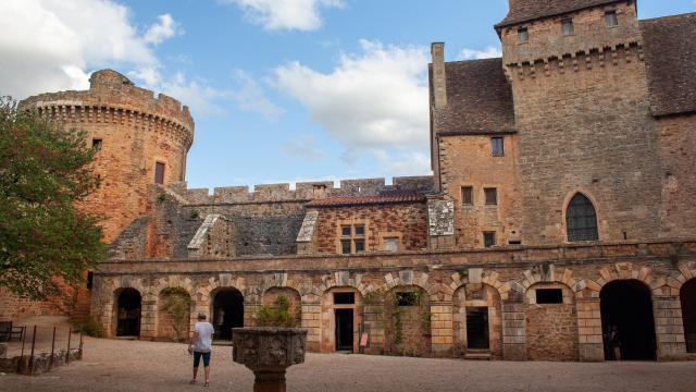 La cour centrale de Castelnau