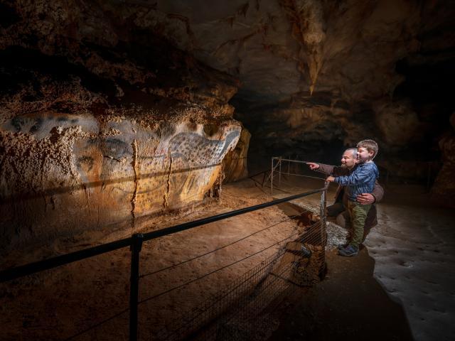 Chevaux ponctués - père et fils - vue serrée - Grotte du Pech Merle