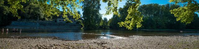 Plage en bord de Dordogne - camping du Port Creysse