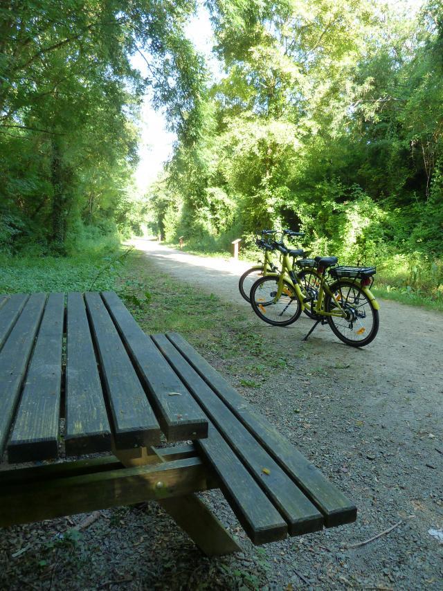 Voie Verte avec table et vélos
