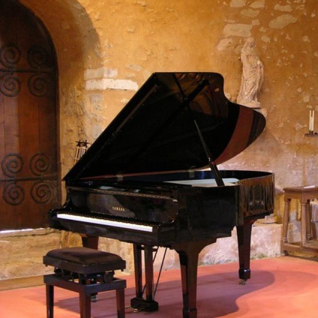 Les concerts se déroulent dans la grande salle du prieuré
