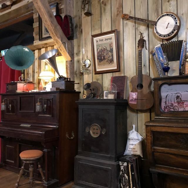Le saloon de La Valise à Cheval