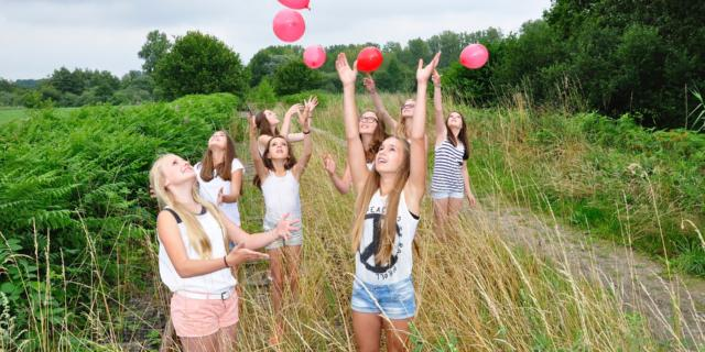 groupe-filles-amis-nature-pixabay.jpg