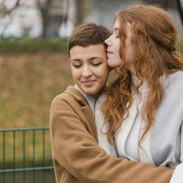 jeune-couple-femme-amoureuse-a-lukenda-freepik-com-.jpg