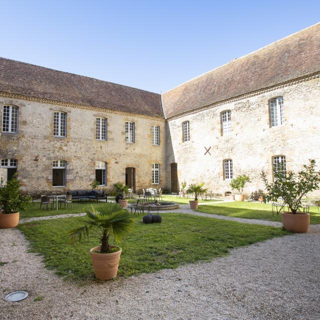 saint-mont-monastere-cour-interieure-pierre-meyer.jpg