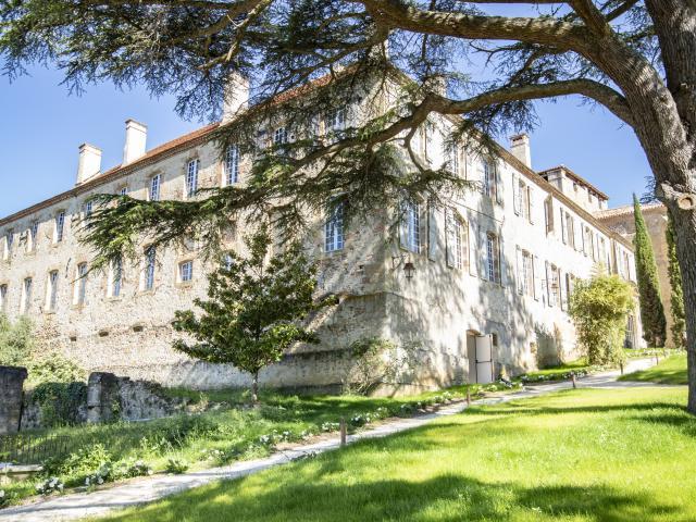 saint-mont-monastere-monument-exterieur-pierre-meyer.jpg