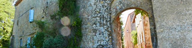 montesquiou-porte-medievale-2-alain-fourcade.jpg