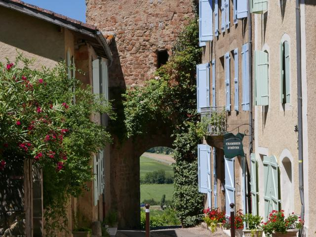 montesquiou-porte-medievale-alain-fourcade.jpg