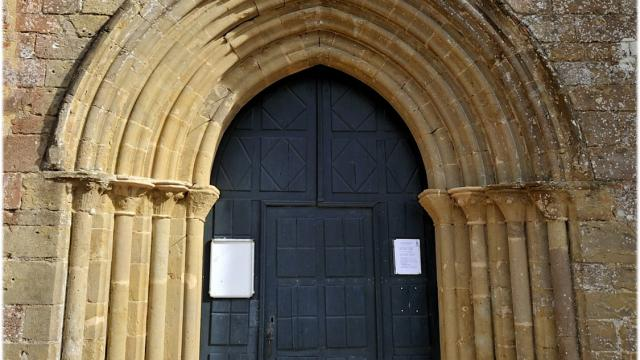 saint-christaud-porte-eglise-cso.jpg