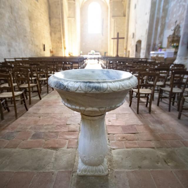 saint-mont-eglise-benitier-pierre-meyer.jpg